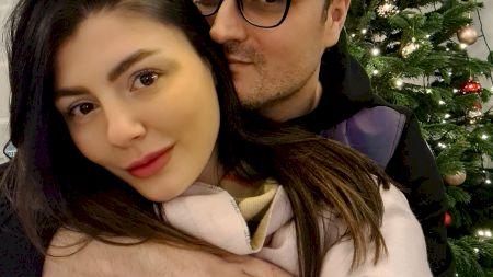 Alexandru Cumpănașu i-a cerut unei minore să întrețină relații sexuale cu el și soția lui, Simona. Eleva a făcut publice mesajele: detalii șocante ies la lumină