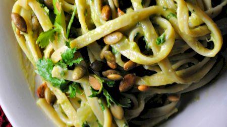 Cele mai delicioase și speciale paste. Se adaugă și avocado. Rețeta italiană. Lista tuturor ingredientelor
