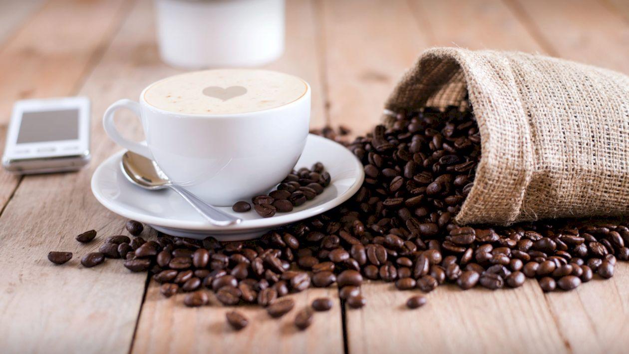 Adaugă aceste 5 ingrediente în cafea și o vei transforma într-o băutură afrodiziacă. Sunt la îndemâna oricui, iar rezultatele sunt excepționale