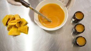 Mănâncă miere cu usturoi în fiecare dimineață. Ce se întâmplă în organismul tău dacă folosești această combinație