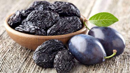 Mănâncă prune uscate în fiecare zi. Iată ce substanțe nutritive conțin și ce efect au asupra organismului tău