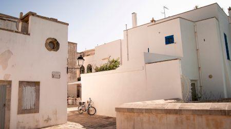 Orașul unde se vând case la 1 euro. De ce a luat primarul localității această decizie