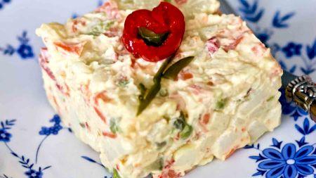 Cea mai bună rețetă pentru salata de boeuf de post. Este delicioasă și simplu de preparat