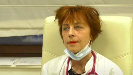 Cine este, de fapt Flavia Groșan, doctorița care susține că a vindecat 1000 de oameni de COVID? Ce schemă a folosit