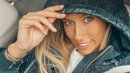 Cine este Gabriela Prisăcariu, cea care-i va dărui un copil lui Dani Oțil? Ce studii are, vârstă, înălțime și ce obsesie neștiută are
