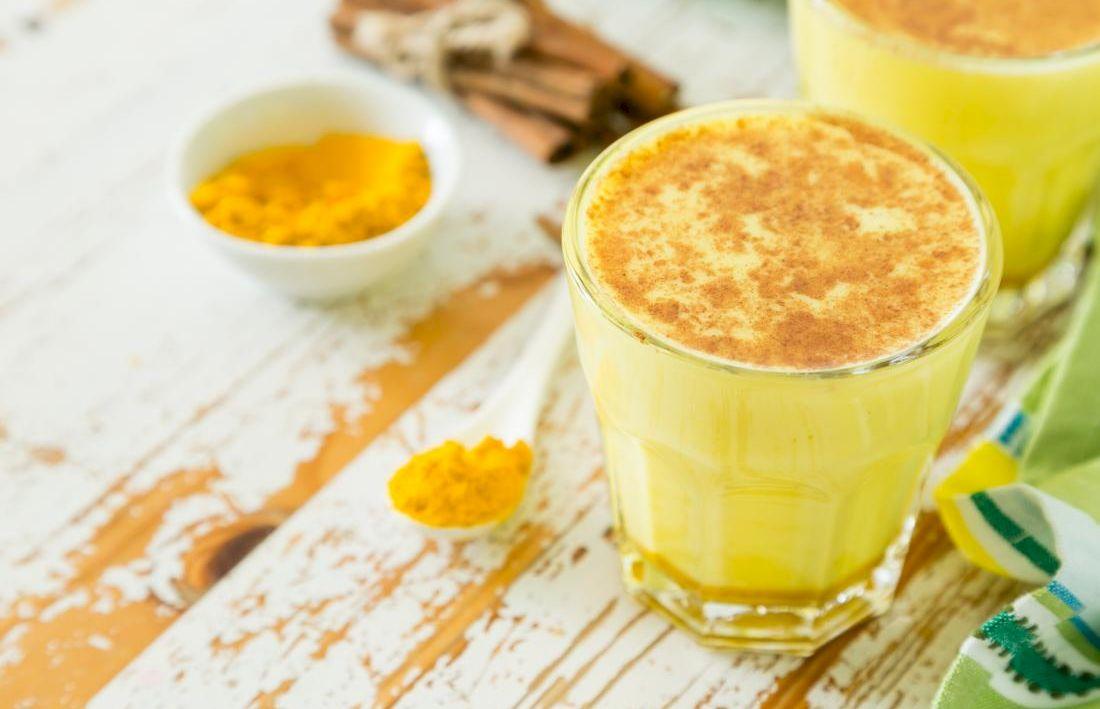 Laptele auriu este considerată băutura minune a indienilor. O puteți prepara și voi acasă: întărește sistemul imunitar și tratează numeroase afecțiuni