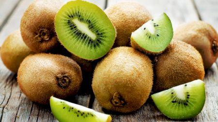 De ce este bine să mănânci kiwi? Ce vitamine conține acest fruct delicios și ce beneficii are. Când este contraindicat