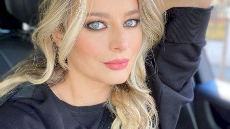 Cine este și cum arată sora frumoasei Laura Cosoi? Cele două seamănă foarte mult: de ce nu se mai afișează împreună