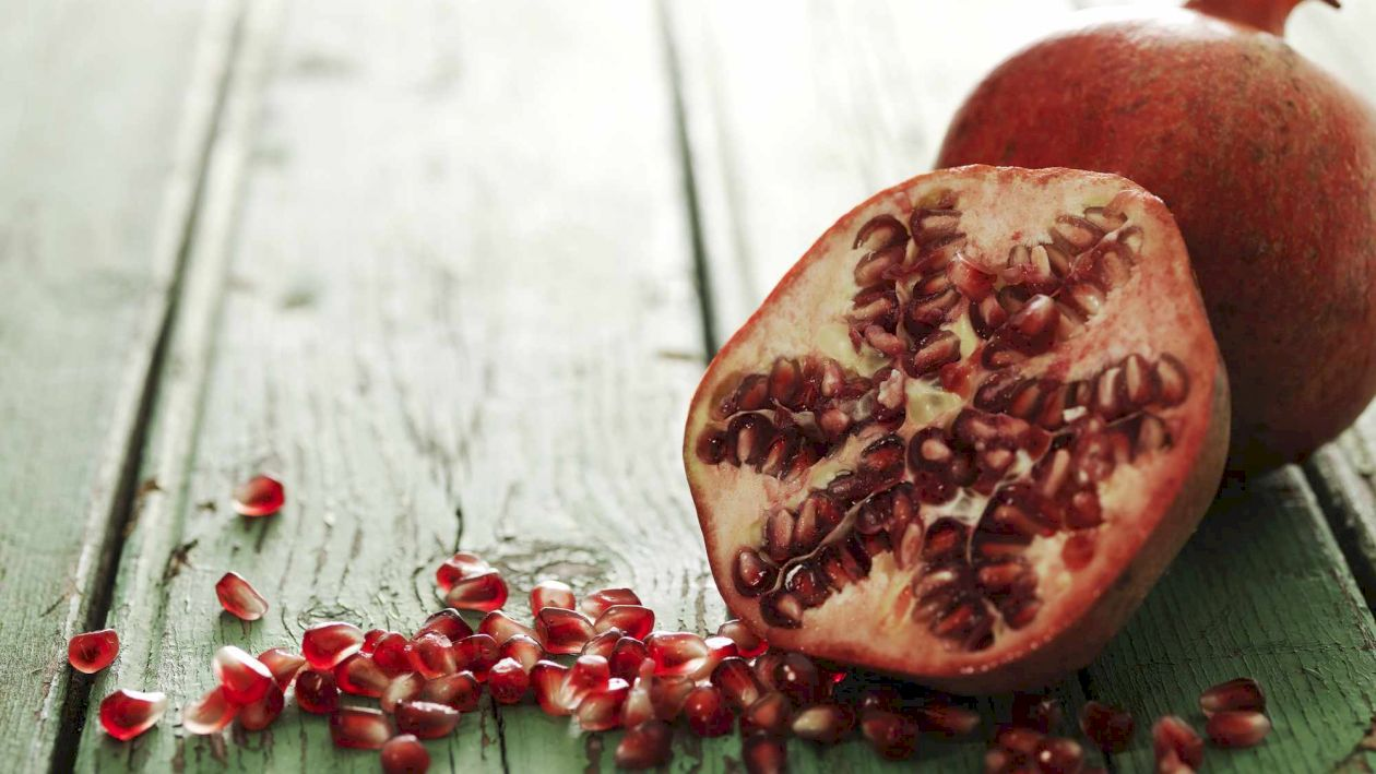 Cel mai bogat fruct în antioxidanți. Ce beneficii are rodia și cine nu trebuie să o consume