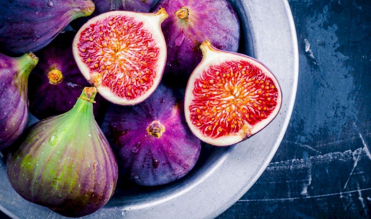 Mănâncă o smochină în fiecare zi! Îți protejează organismul, dar și pielea: beneficii și contraindicații