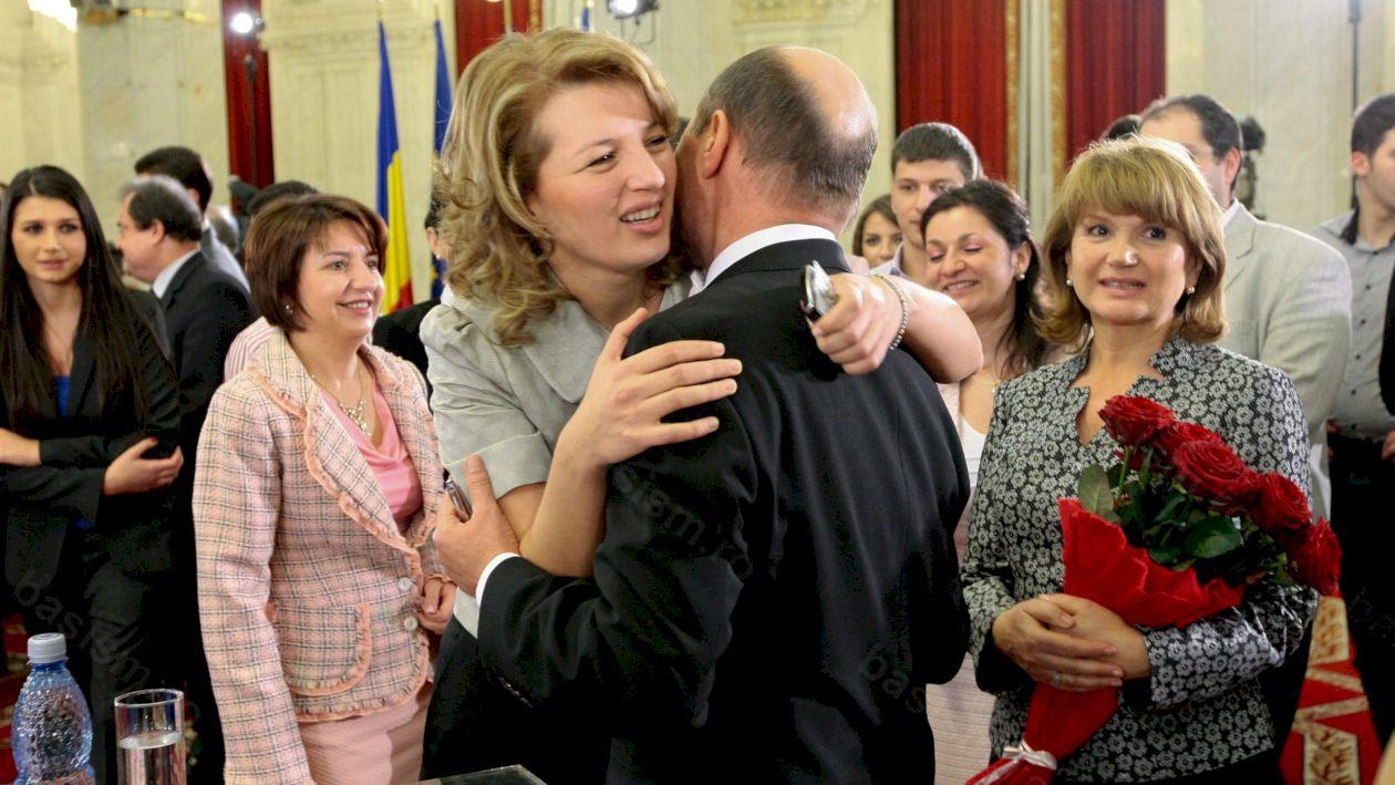 Reacția emoționantă a lui Traian Băsescu când a aflat că fiica sa, Ioana a fost condamnată la închisoare (SURSE)
