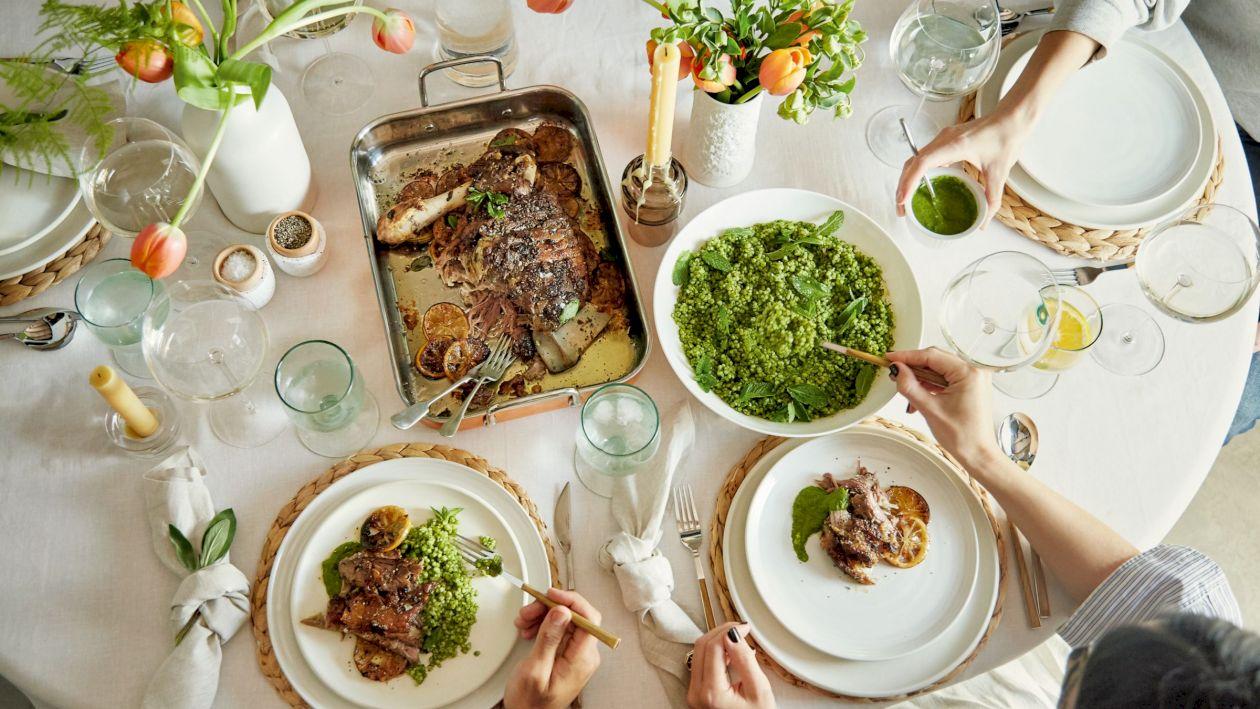 Cum aranjezi corect masa de Paște. Ce preparate nu trebuie să lipsească din meniul festiv