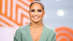 Ce cremă folosește Jennifer Lopez pentru a-și menține tenul perfect și la 51 de ani. Se găsește și în România, iar multe vedete o folosesc în rutina lor