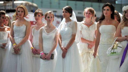Țara care vrea să permită femeilor să aibă mai multi soti. Legea a stârnit un val de furie