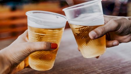Cât costă un pahar de plastic cu bere la Mamaia? Ce spun turiștii de prețuri și condițiile de pe litoralul Mării Negre