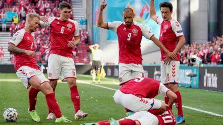 Tragedie fără margini în meciul Danemarca - Finlanda de la EURO 2020. Un fotbalist s-a prăbușit pe teren, fără să fie atins. Cele două echipe, în lacrimi