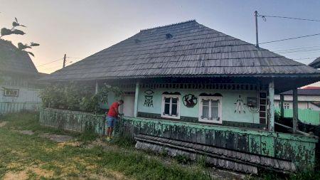 Casa care se vinde doar cu 1000 de euro. Se află într-o locație superbă din Bucovina. Proprietarii nu o mai doresc
