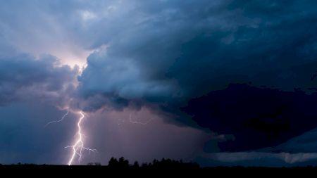 METEO. S-a declanșat urgia în România. Cei de la ANM anunță inundații și ploi abundente