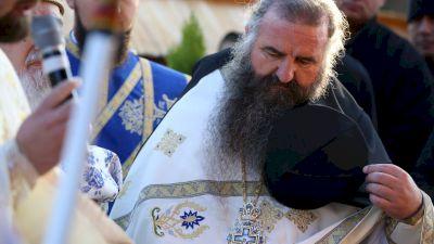 Celebrul părinte Ciprian Grădinaru, de la Biserica de Lemn le spune enoriașilor săi să nu se vaccineze. Ce mesaj revoltător le transmite